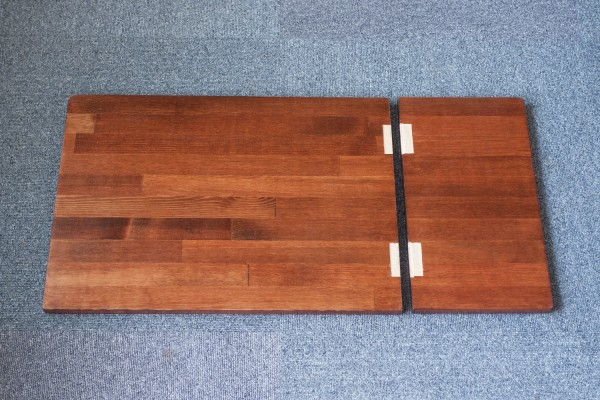 テーブルの蝶番取り付けのための切削