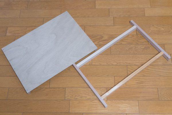 角材とベニヤを使った棚板の組み立て